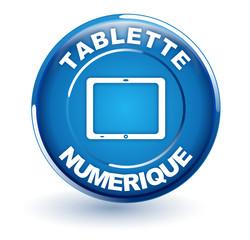 tablette numérique sur bouton bleu