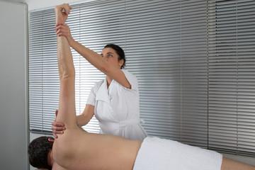 Massage homme genoux