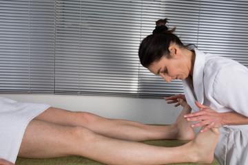 Massage homme pieds