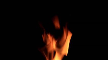 Flamme  vor schwarzem Hintergrund
