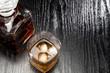 canvas print picture - Alkohol im Glas mit Eiswürfeln und Karaffe daneben