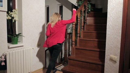 Women gowing throu stairs