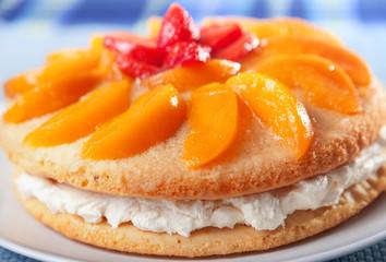 Vanilla cake with peaches