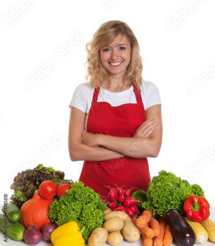 canvas print picture Hausfrau mit roter Schürze kocht gesund