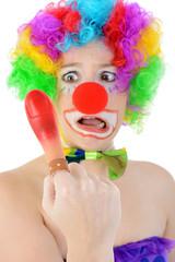 Clown hat Finger dick geschwollen und rot