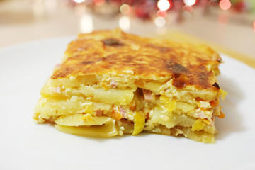 Potato gratin with ham, cream and cheese