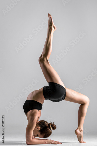 Fotobehang Dance School Yogi gymnast girl performs acrobatic exercise