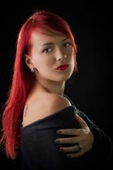 Портрет молодой красивой девушки