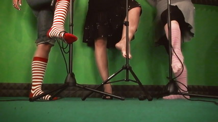Feet green caressing mic stand