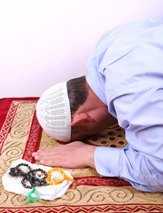 İbadet Eden Müslüman Adam