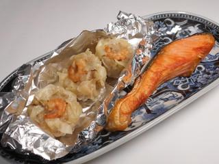 焼き魚と焼売