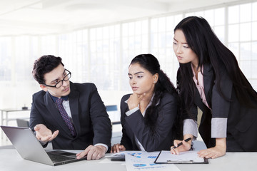 Male worker consulting at his team