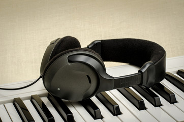 Keyboard and headphone