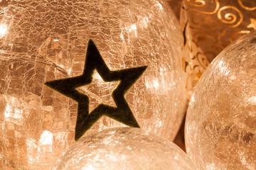 Sternenlicht - Stern vor beleuchteter Glaskugel