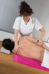 Massage dos décontractrant