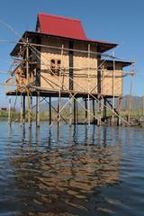 Une maison neuve en construction au lac Inle