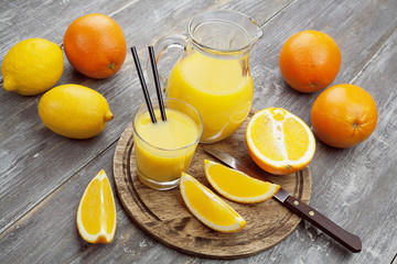 Juice and oranges