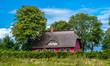 Leinwanddruck Bild - Reetgedecktes Haus am rande des Kap Arkona