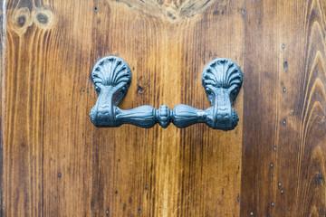 Maniglia di ferro battuto, portone