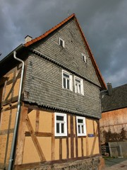Fachwerkhaus mit Schieferfassade in Salzböden bei Lollar