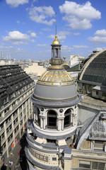 Aussicht auf Kuppel am Boulevard Haussmann in Paris
