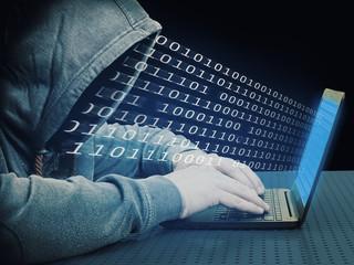 Hacker mit einem Laptop