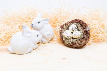 osterdekoration mit kaninchen und vogelnest