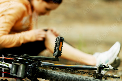 Fotobehang Wielersport Wounded woman was falled off bicyle