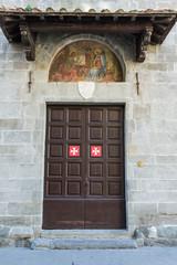 Portone storico ingresso chiesa croce di malta, Pisa