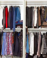Kleiderschrank -  Mann und Frau