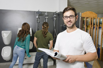 Couple at plumbing store choosing wc