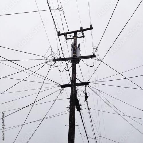 canvas print picture Viele Kabel an Strommast