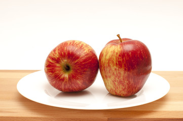2 apples on a white plate