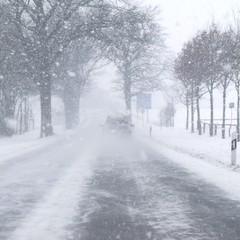 winterlicher strassenverkehr