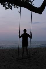 Slänggunga på stranden
