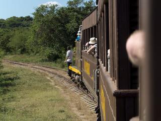 Petit train touristique rétro à Trinidad, Cuba.
