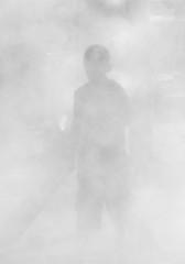 silhouette dans le brouillard