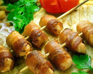 Chicken souvlaki with bacon