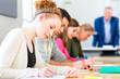Universität Studenten schreiben Examen Test - 76264040