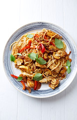 Rustic spaghetti with chicken, mushrooms and pepper