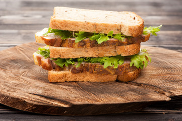 Sandwich with roasted pork and lettuce