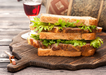 Sandwiches with roasted meat and wine
