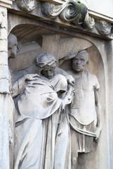 Grabstein mit Kreuzigungsszene