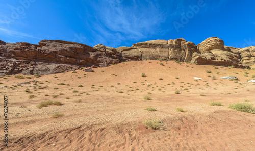 Fotobehang Woestijn Mountains of Wadi Rum desert