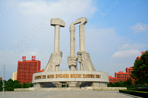 Fotobehang Standbeeld Communist Party Monument, Pyongyang, North-Korea