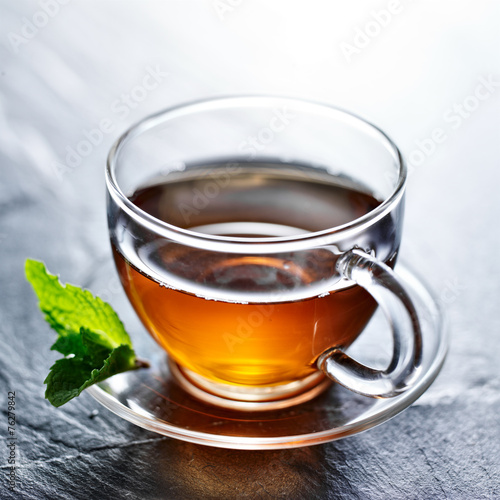 Tuinposter Thee glass of hot tea with mint garnish