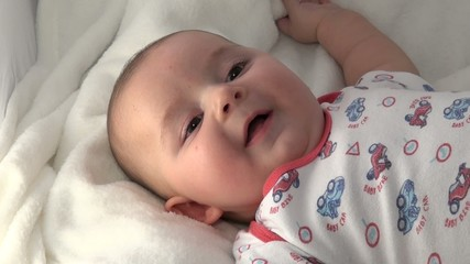 Bambino neonato che ride, baby risate