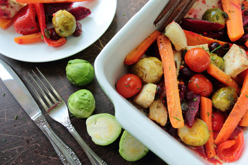 Oven-pan with roasted vegetables