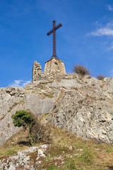 Croce sulla vetta della montagna