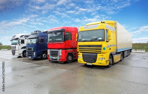 mata magnetyczna Ciężarówka w magazynie - ciężarowy Transport